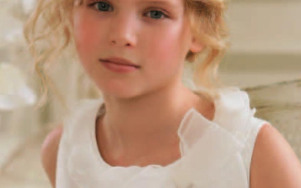 72169856d Vestidos y Trajes para la Primera Comunión 2010   2011. Elegir el vestido o traje  para la Primera Comunión de un niño o niña es una de las tareas más ...