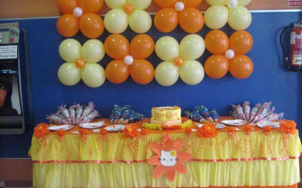 Tartas Galletas Y Decoraciones Con Globos Y Payasitas En