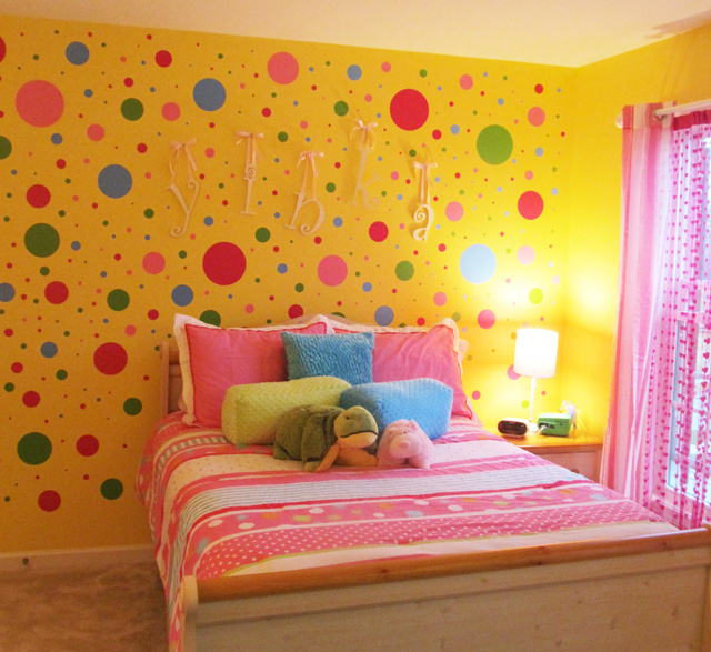 Polka_Dot_Bedroom_Wall_1