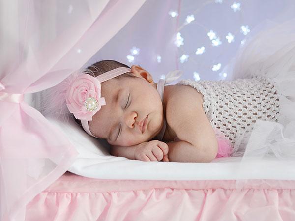 cama madera dosel bebes recién nacidos atrezzo decorados sesiones fotos