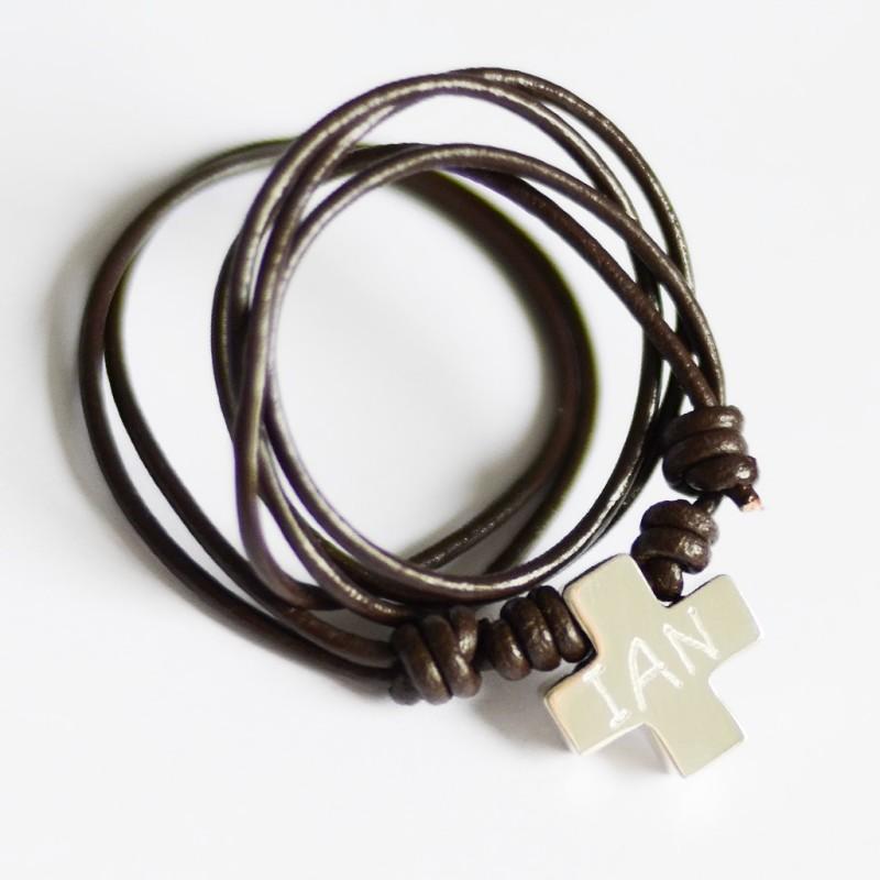 cruz-plata-hombre-padres-con-nombre-grabado-joyas personalizadas regalo