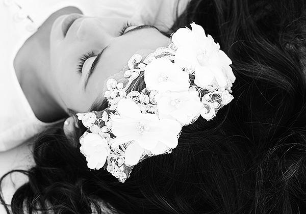 Tocados Diademas encajes flores Peinados Niñas Comuniones Limonae