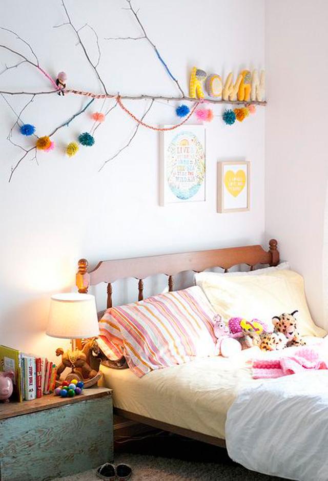 Decoración con troncos en una habitación infantil
