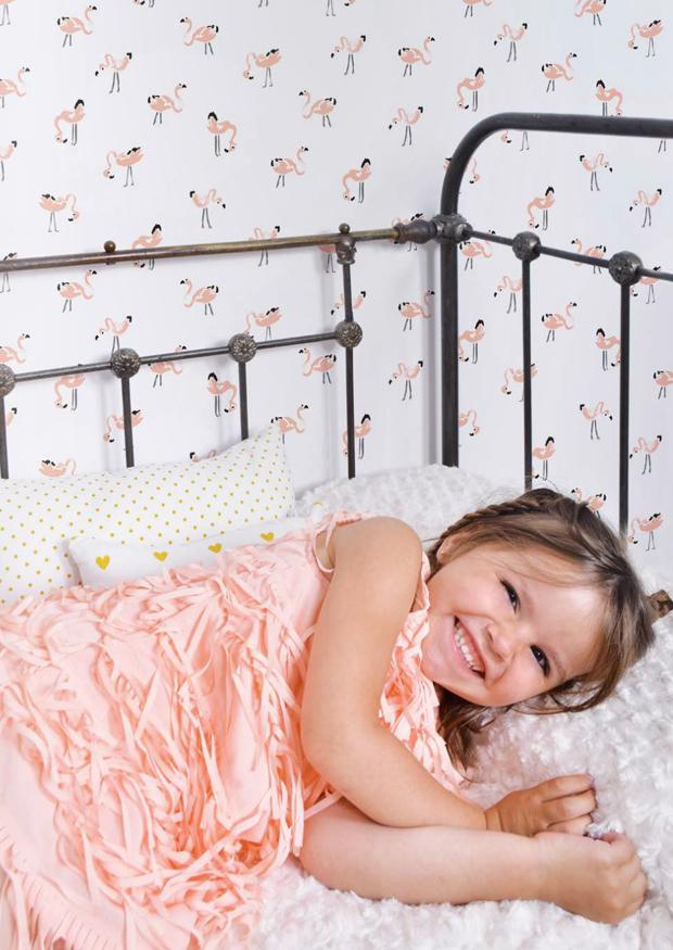 Espectacular el papel pintado de Lilipinso con flamencos para una habitación infantil