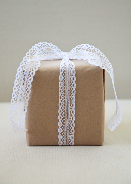 regalo con papel kraft
