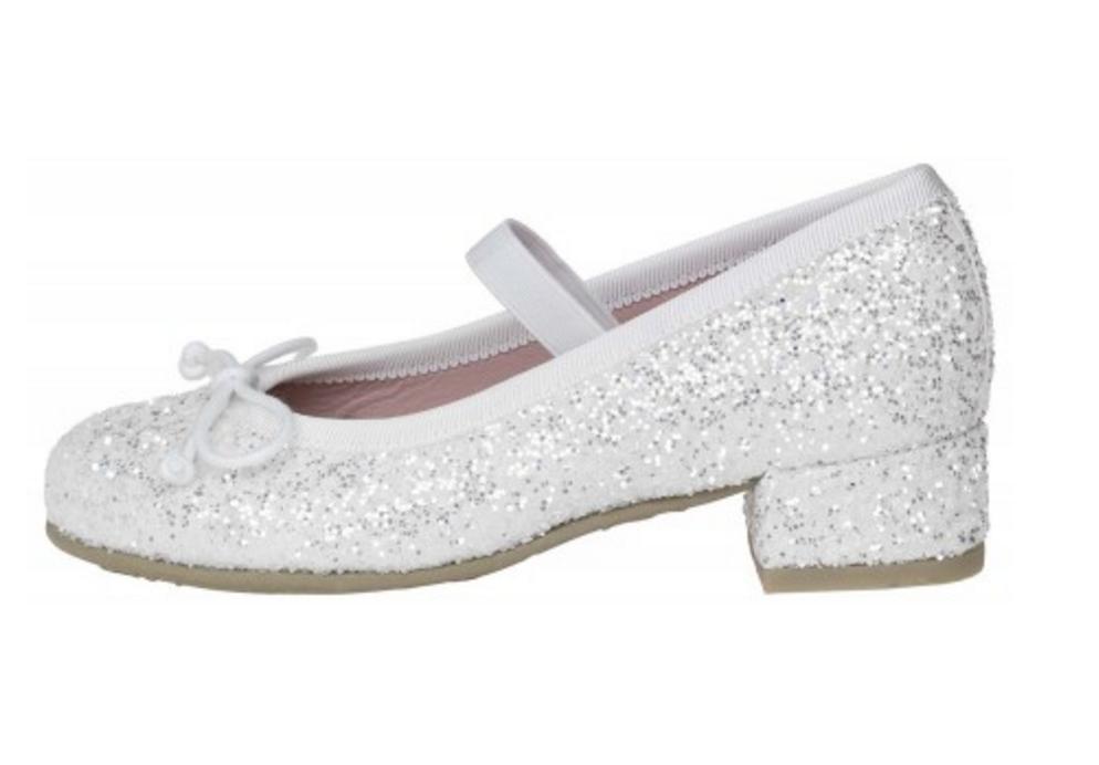 1f8993f0c ¿Ya tenéis el vestido de primera comunión? Pues si es así, ahora falta  decidir que zapatos de comunión para niñas vamos a elegir para calzar a las  peques en ...