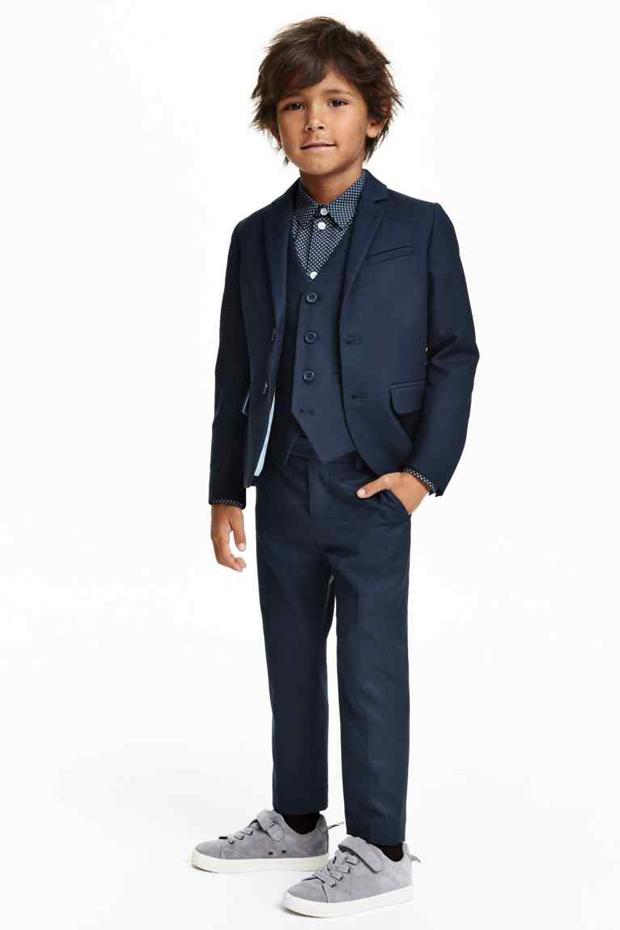 3cd139af8 ... estilosos trajes de chaqueta para niños con los que podrán ir ideales a  celebrar su primera comunión. Como veréis no les falta detalle