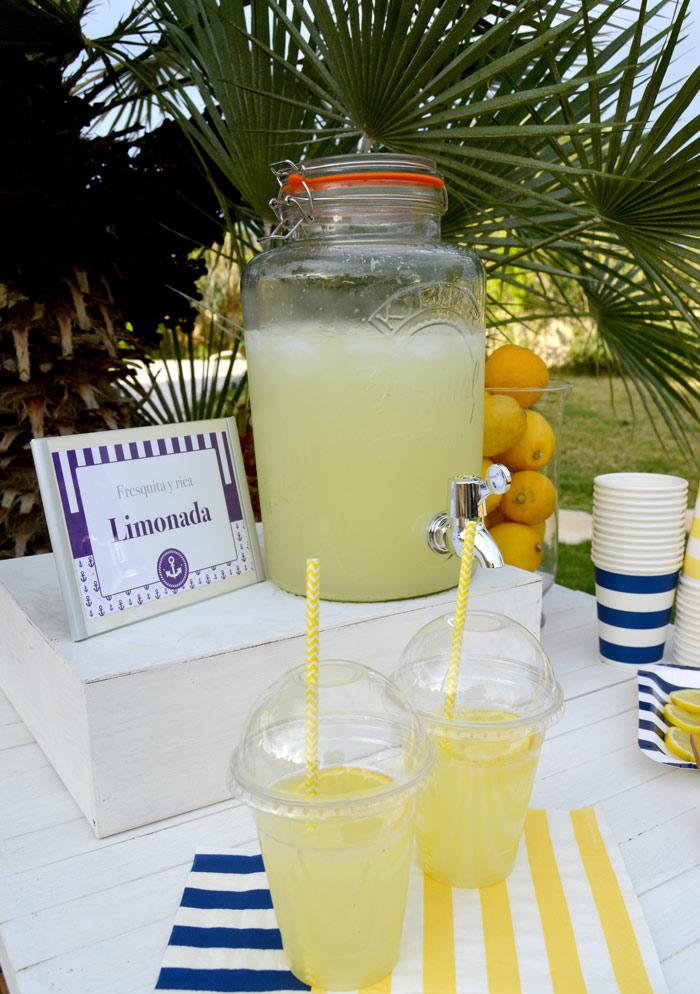 puesto de limonada para fiesta infantil
