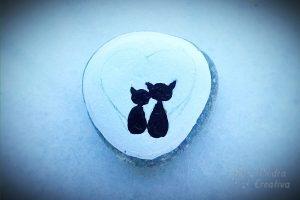 piedra de gatos pintados