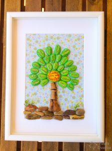 Árboles con piedras pintadas