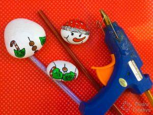Pegamento para muñeco de nieve en piedras pintadas