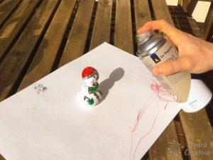 Barniz para muñeco de nieve en piedras