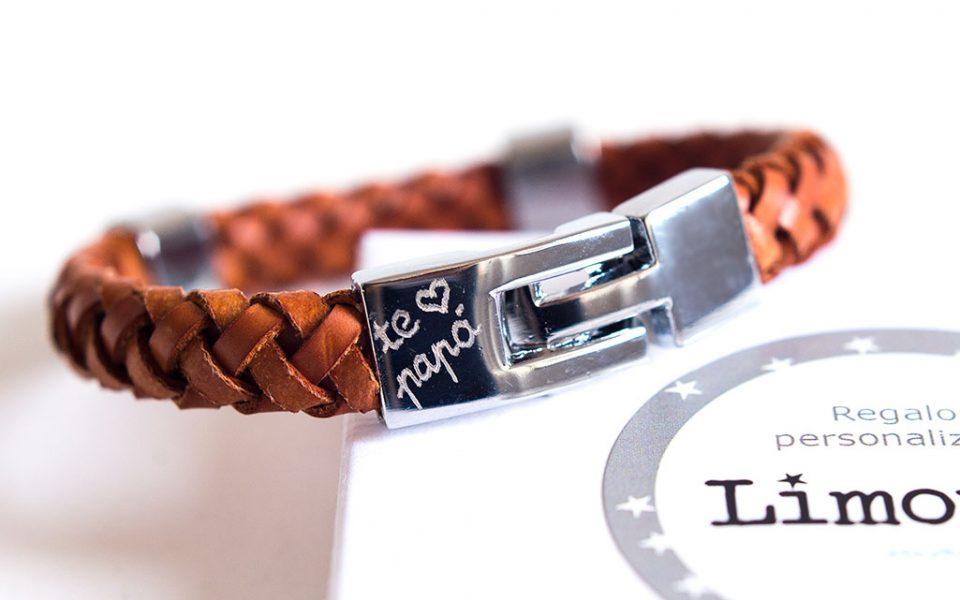 301e16340d34 Brazaletes o pulseras de cuero para hombres con nombre o iniciales  grabadas. Regalos originales para hombres. Regalos personalizados día del  padre.